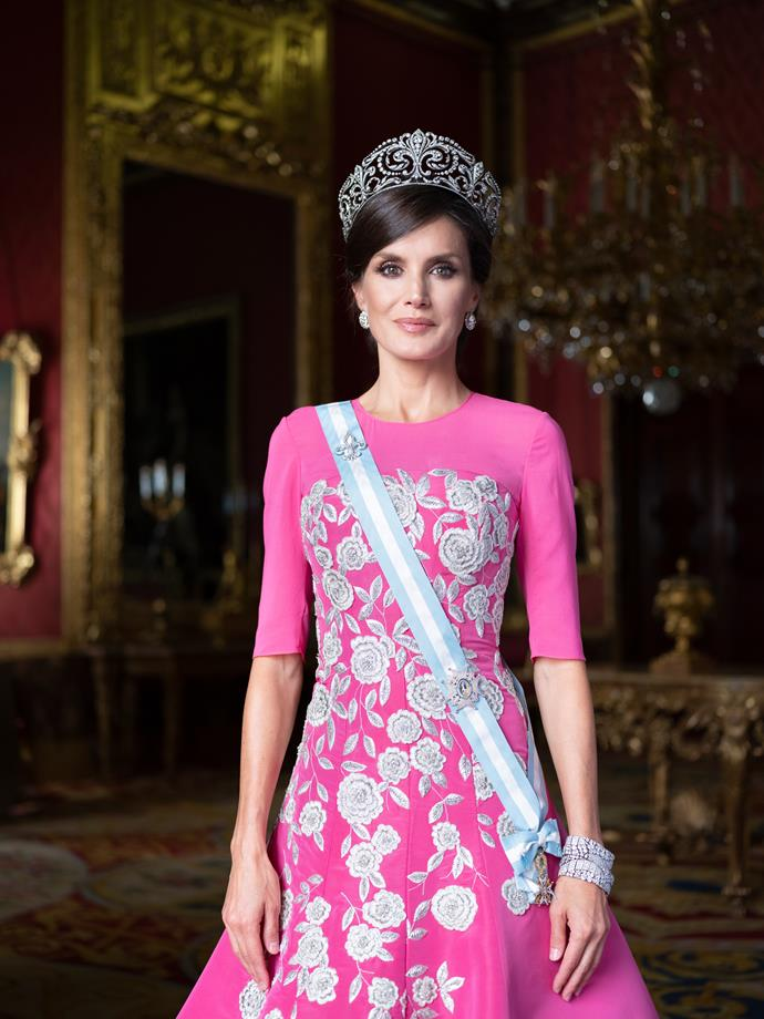 Queen Letizia and King Felipe VI released new family portraits as the new year commenced.