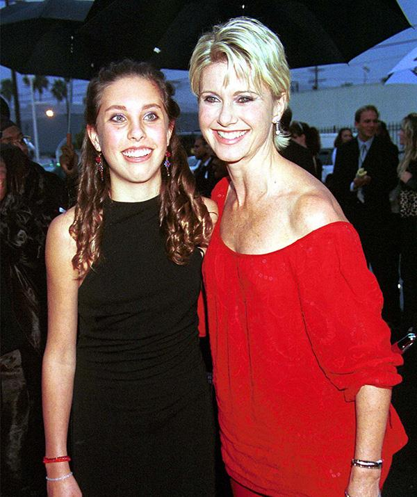 Chloe accompanied her mother to the American Music Awards in Los Angeles in January 2000.