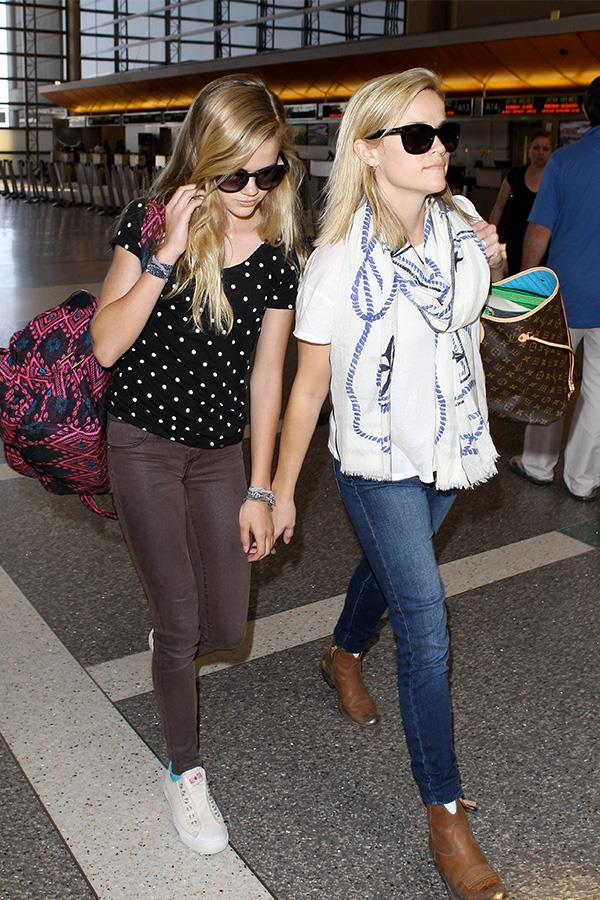 Ava and Reese wearing almost matching shades to hide from the paparazzi as they walked through LAX airport together in 2013.