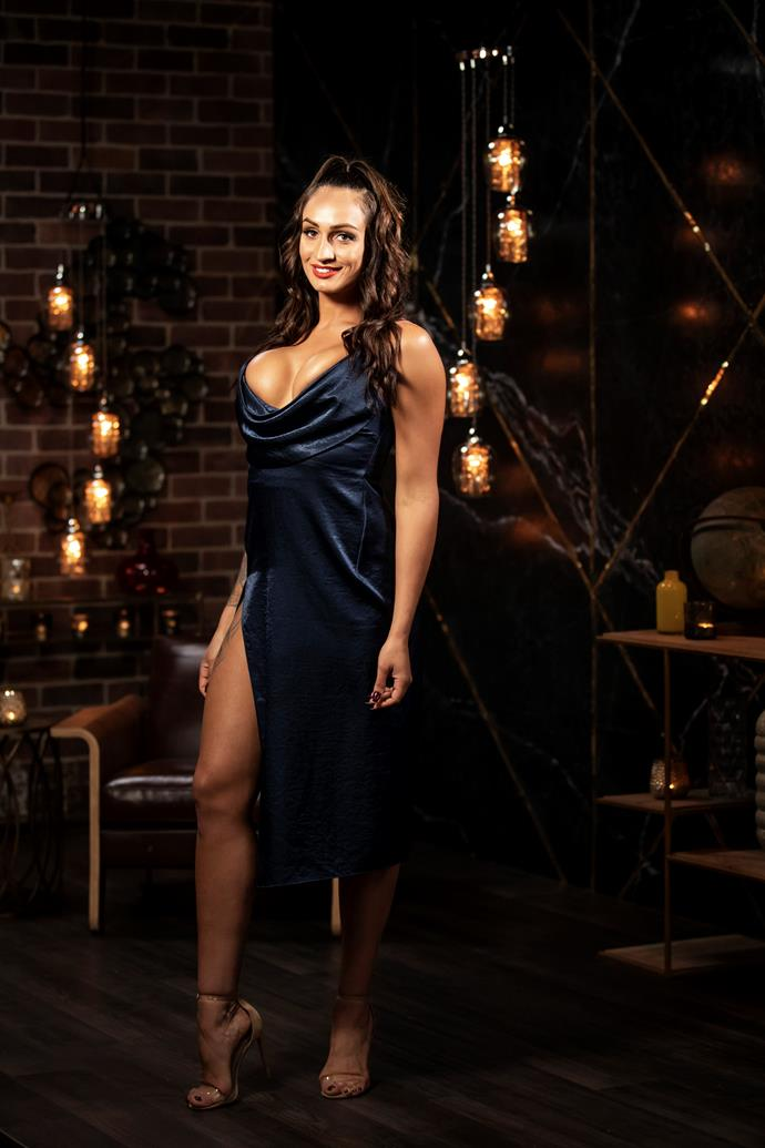 And we can't forget the dress that sparked one of the show's biggest mysteries: Does Hayley have nipples? Yep, the body builder opted for a midnight blue dress that featured a rather, er, plunging neckline.