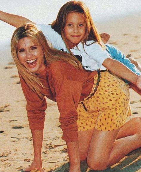 Chloe dedicates dance to her mum Olivia Newton-John