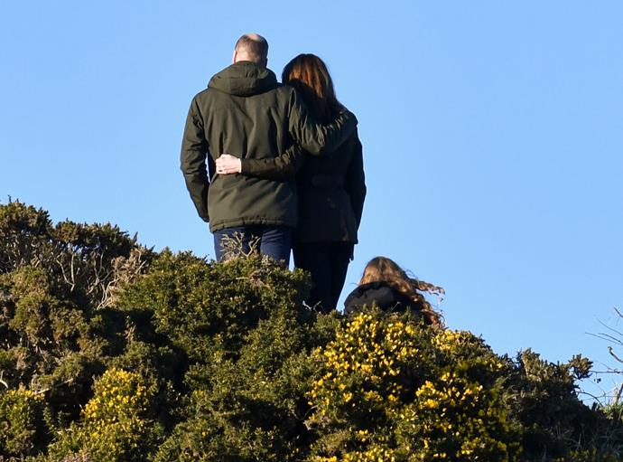 A rather special moment was captured as the couples turned their backs to the awaiting cameras.
