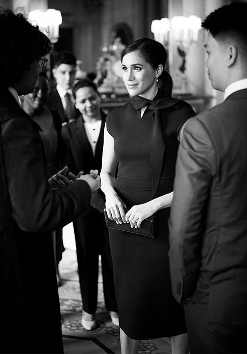 Meghan provided us the perfect outfit inspiration in the seamless dress.