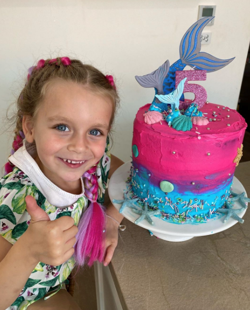 And Carrie's mermaid cake is a masterpiece in our eyes.