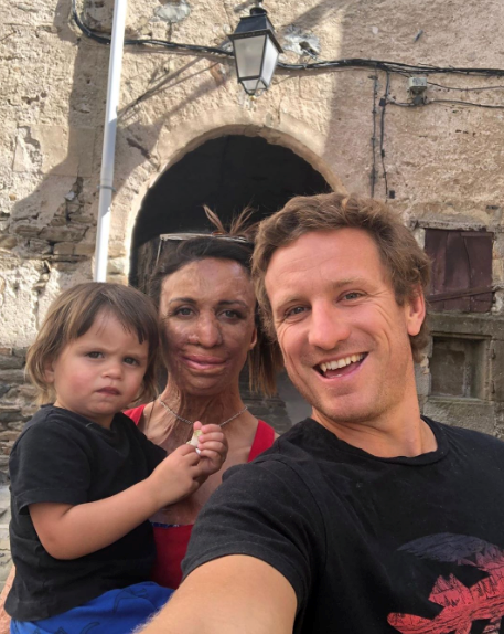 The trio's family selfie skills are on point!
