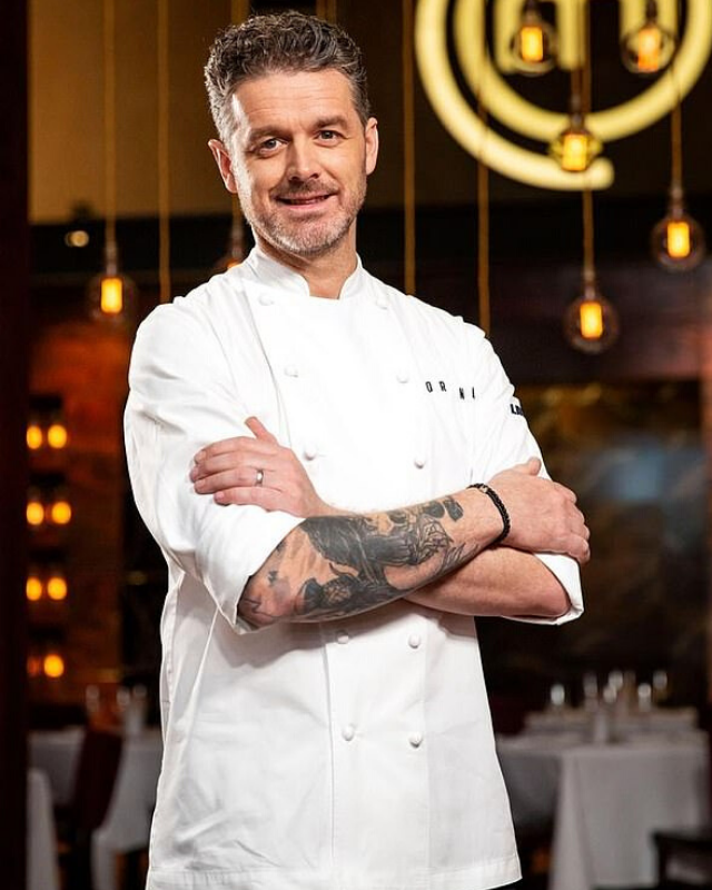The 43-year-old chef has a similar face shape.