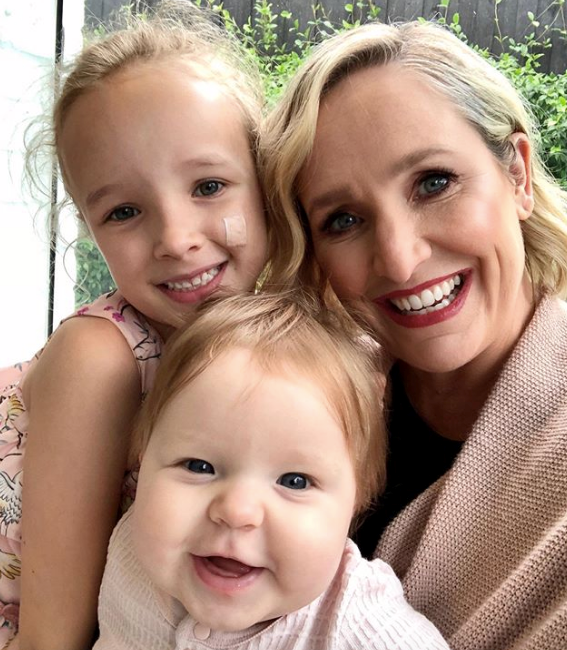 What a family! Fifi knows how to nail the selfie like no other.