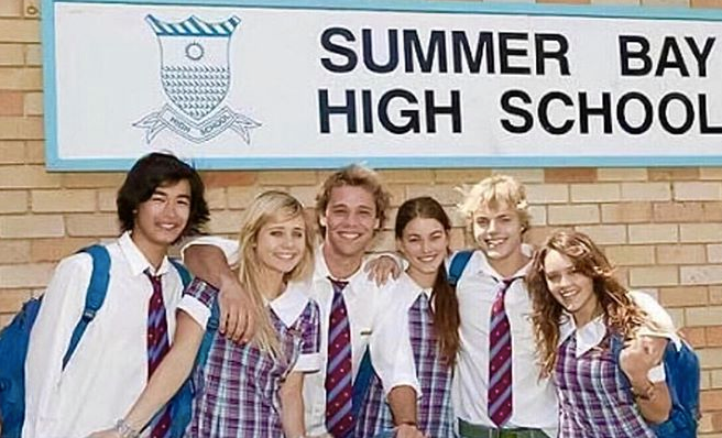 A nostalgic throwback for the ages! Aussie actor Lincoln Lewis shared this brilliant throwback to his Instagram in April - Jai's haircut was such a 2007 mood.