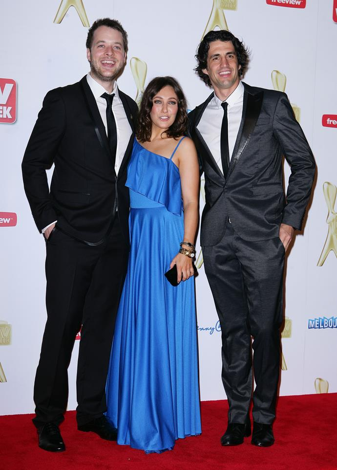 Zoe looking stunning in this blue floor length gown at the 2011 Logies.