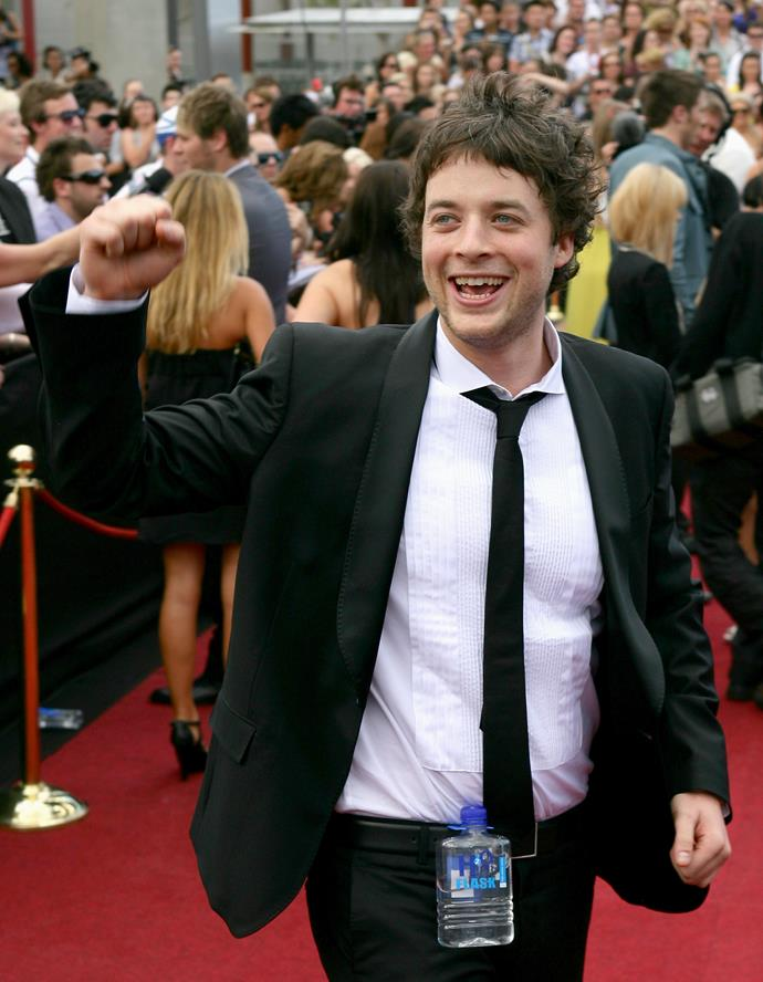 Hamish waving to fans on the red carpet at the 2008 ARIA Awards.