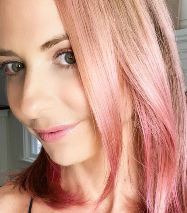 "**NOW** <br><br> Fifi isn't the only celeb going pink! Sarah Michelle Gellar turned her blonde locks a baby pink saying: ""Because we're still in quarantine, I had to think of a new way to embarrass my children."""