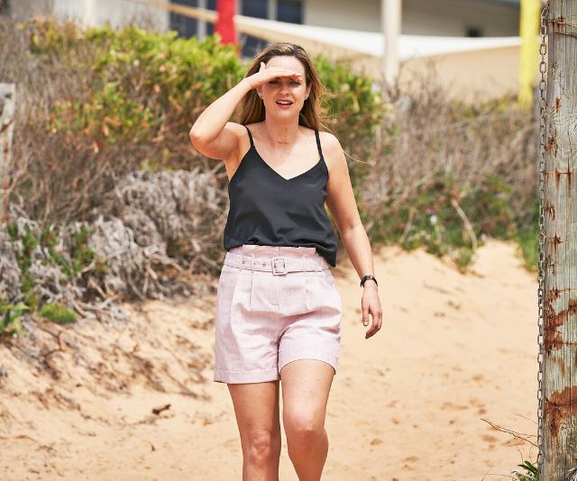 Tori spots Jasmine on the beach.