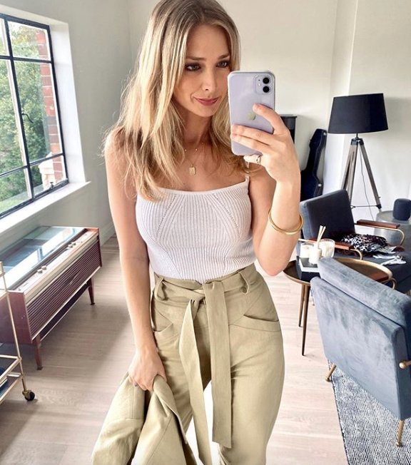 Just a couple of days before the big announcement, Anna posted this stylish snap of her daily ensemble. While we can't *quite* see a bump here, we're sure she's got a good few months ahead of some bump spotting.