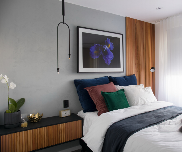 Tanya and Dave managed to win the judges over in their bedroom with their asymmetrical timber feature wall and jewel toned finishings.