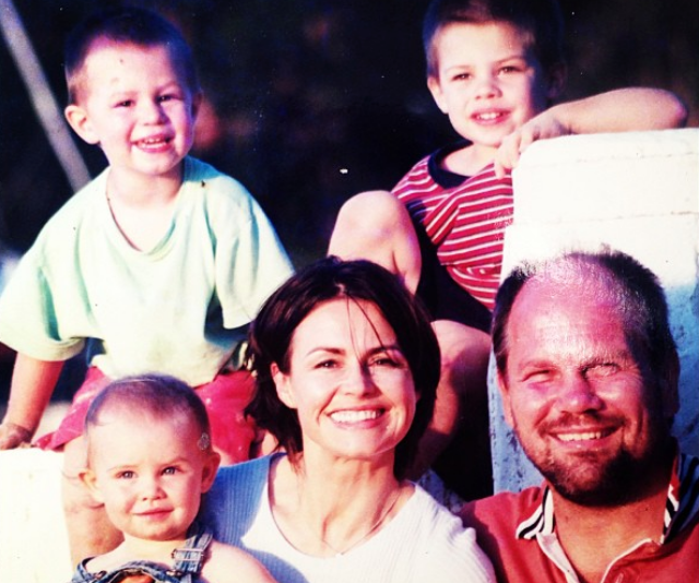 Lisa shared this throwback snap of the whole family, and honestly, she's barely aged a day.