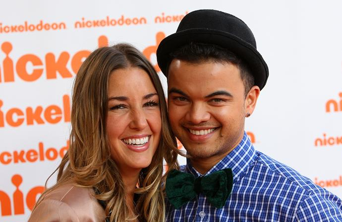 Guy rocking a bowler hat and bow tie at the Nickelodeon Kid's Choice Awards in 2010 with Jules.