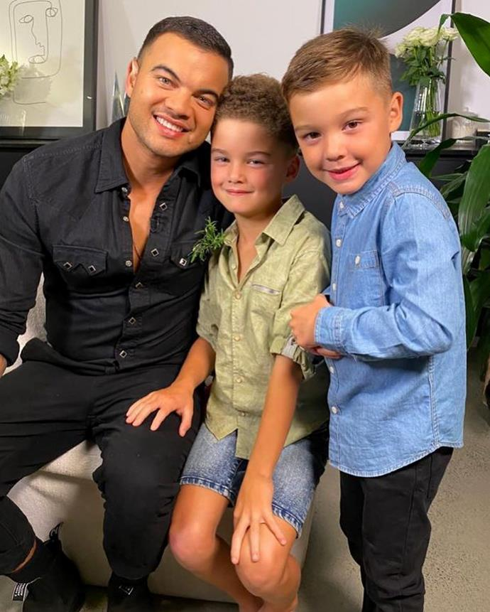 Hudson and Archie helped out their Dad as he performed a live concert from their home in Sydney on Channel Nine's special *Music From The Home Front* live broadcast.