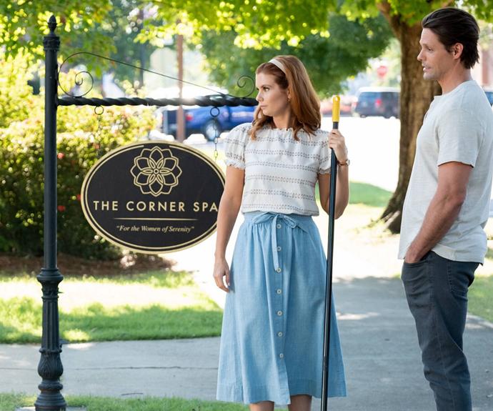 Maddie (JoAnna García Swisher)  starts a relationship with high school baseball coach Cal Maddox (Justin Bruening).
