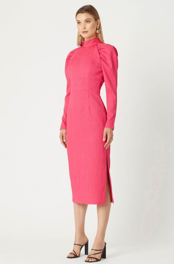 """Turns out Carrie's look of the night was a full-blown midi-dress! It's a little on the pricier side at $699, but it's definitely one that'll last you countless seasons. [Buy it online here](https://www.rebeccavallance.com/martini-long-sleeve-midi-pink