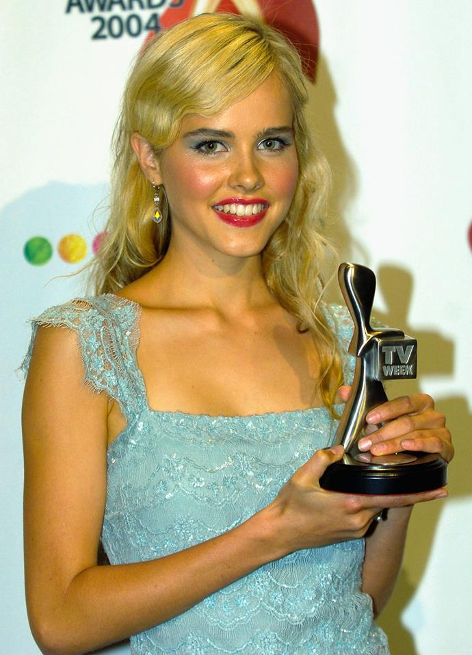 Isabel Lucas was an early noughties mood with this bright blue eyeshadow.