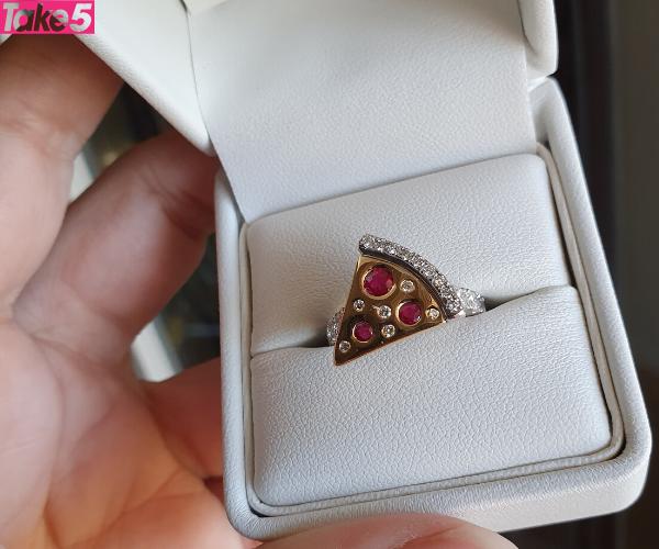 The couple's unique pizza ring!