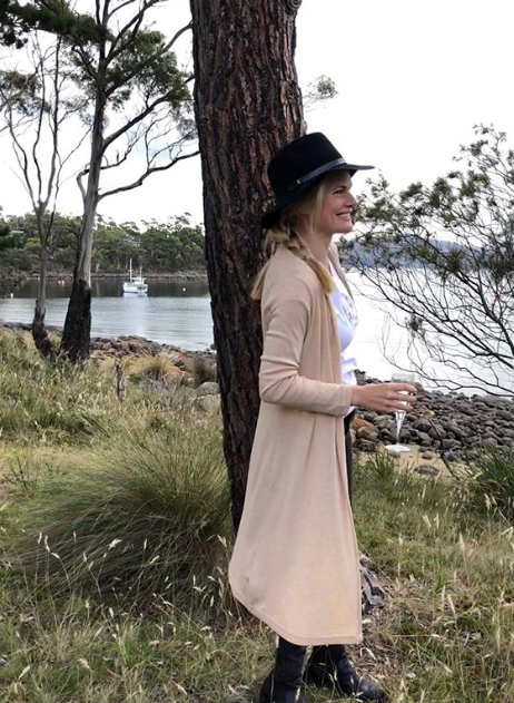 Summer Bay allum Bonnie Sveen's longline cardi and fedora combo is an Aussie outback style mood.