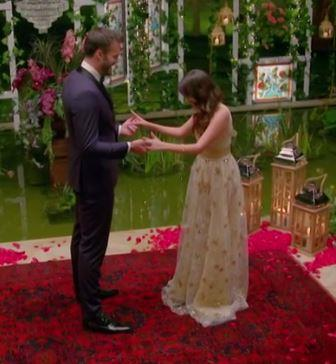 "Bella's near-Disney moment [will be one to remember](https://www.nowtolove.com.au/reality-tv/the-bachelor-australia/bachelor-australia-2020-who-is-bella-varelis-64898|target=""_blank"") when she entered stage left in this golden masterpiece. We're getting major Belle from *Beauty and the Beast* vibes here..."