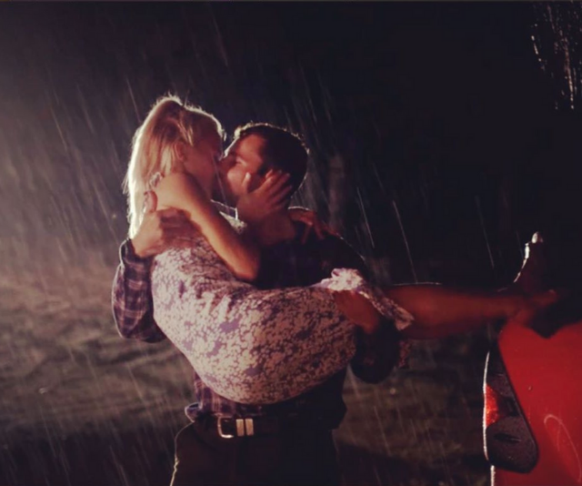 Alex and Jess shared an epic first kiss on the farm.