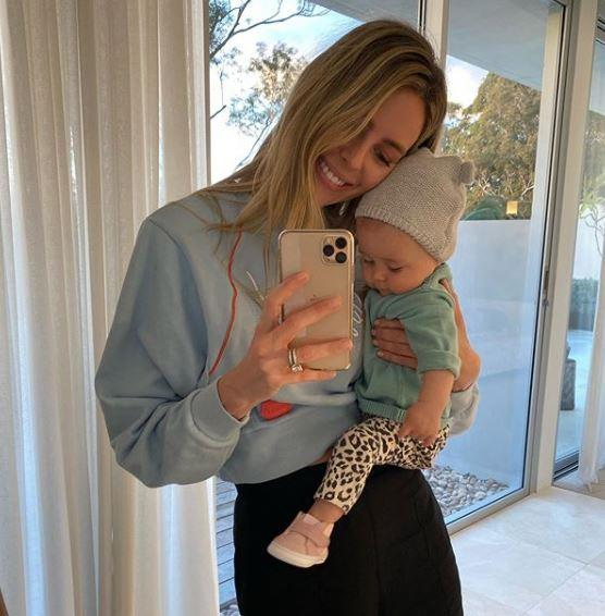 "Mums-and-bubs who selfie together... are besties, according to Jennifer. ""My little bestie,"" she wrote of this adorable snap."