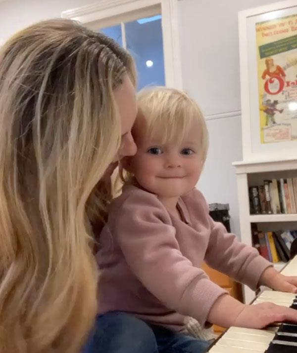 Neve's duet with her mum sent fans into a frenzy!