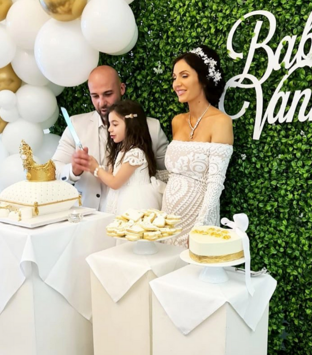 What's a gender reveal without a stunning cake?