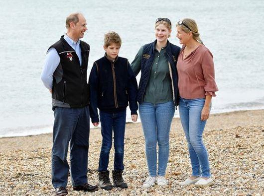 The Wessex family joined in a day out helping to clean up a beach in Portsmouth.