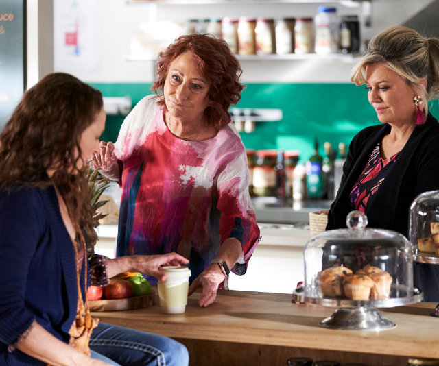 Roo is counselled by Marilyn and Irene about Owen's desire to leave the Bay.