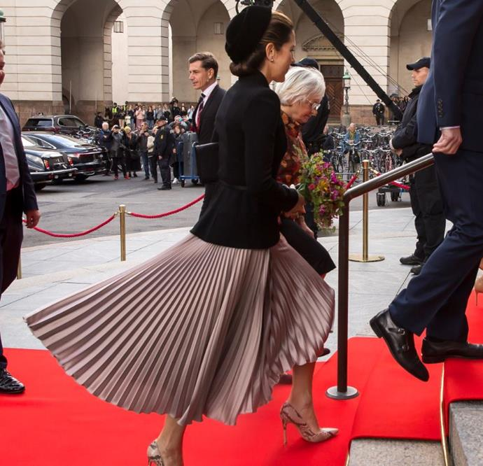 Check out that glorious skirt.