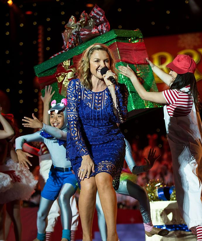Justine performs with some fans at Carols in The Domain in 2015.