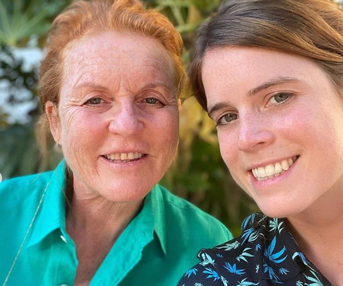 Sarah and Eugenie pose for a beautiful mother-daughter selfie.