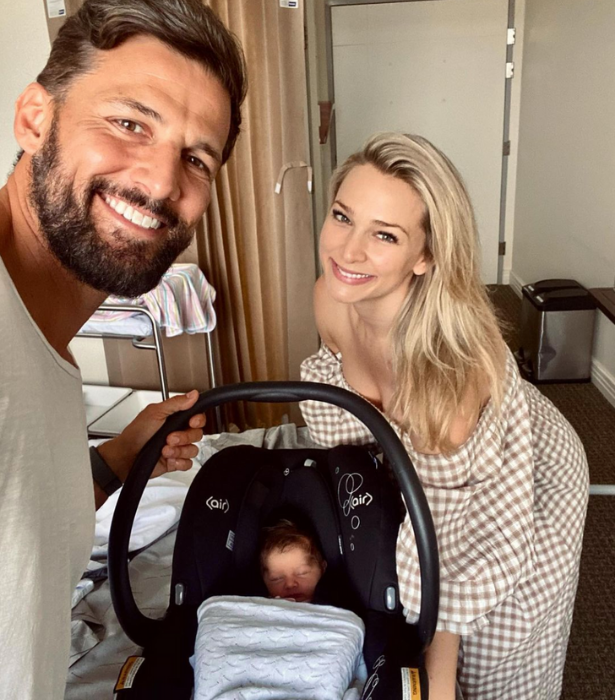 """""""HOME TIME 👏 AS A FAMILY THREE 👨👩👧"""" Anna shared.  """"Bringing Elle into this world made easier thanks to our incredible obstetrician Chris & all the loving and experienced midwives @northshoreprivatematernity We are forever grateful 💗"""""""