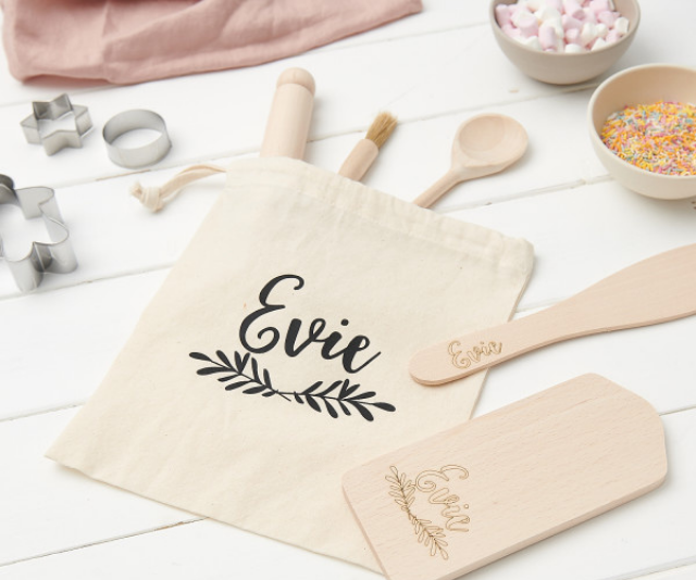 """** Sunday's Daughter [Personalised Kids Baking Set](https://www.hardtofind.com.au/186807_personalised-kids-baking-set?variant_id=1878900&country=AU&gclid=CjwKCAiA7939BRBMEiwA-hX5J6HzpJK-eTe807reFjUnf_jQpFTCbYmO-KpwY3ywWl-jkoA8Ssl2NhoCkL8QAvD_BwE