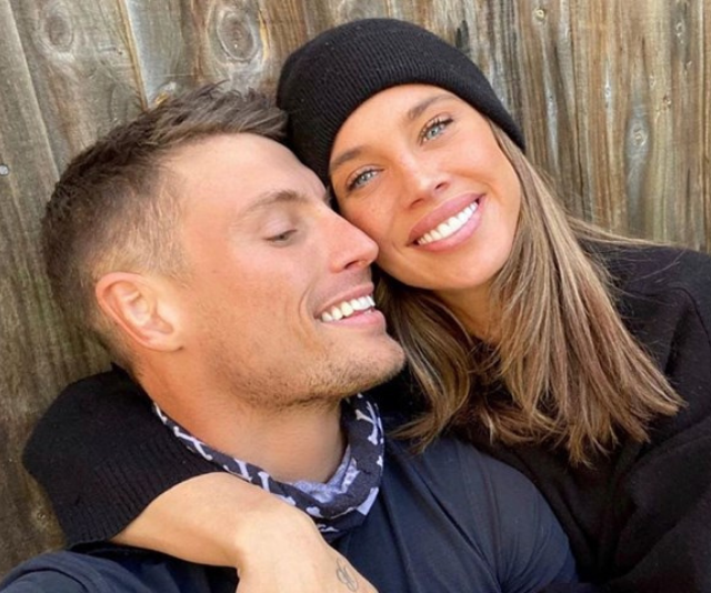 """**Bonnie Anderson ** <br><br> Bonnie debuted her romance with model-turned-tradesman Brenton Goldsack in August this year, and despite being together for just a matter of months, Bonnie is clearly smitten. <br><br> [Speaking with *Now To Love*](https://www.nowtolove.com.au/reality-tv/the-masked-singer/bonnie-anderson-boyfriend-65262