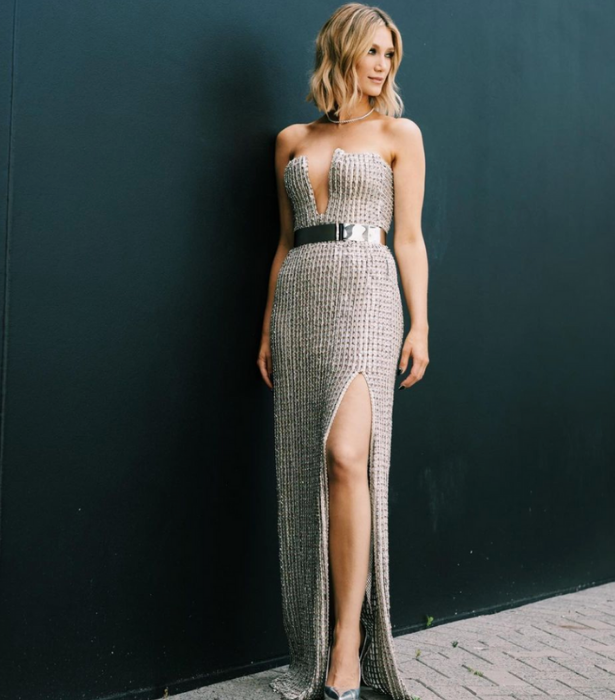 **Delta Goodrem**<br><br>  The ARIAs host is absolutely dazzling in this glitzy gown.