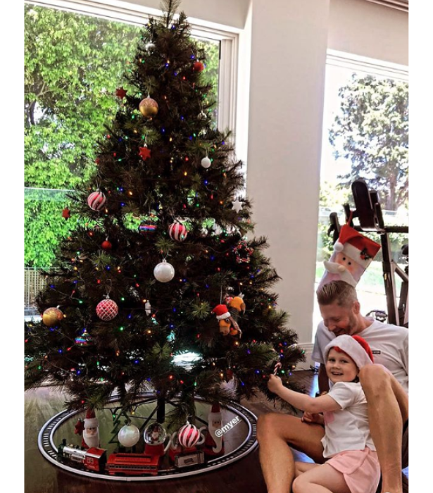 "**Michael Clarke**<br>The former cricketer shared a cute before and after with [daughter Kelsey Lee](https://www.nowtolove.com.au/parenting/celebrity-families/michael-clarke-daughter-kelsey-lee-66108|target=""_blank""), decorating their tree with an array of multicoloured lights and ornaments."