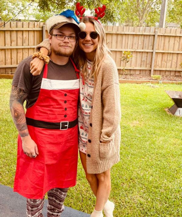 """Her Christmas wish came true! Sam Frost was able to make it to Melbourne to be with her family just before the Victorian Government [shut the boarders to NSW.](https://www.nowtolove.com.au/celebrity/home-and-away/home-and-away-cast-lockdown-66304