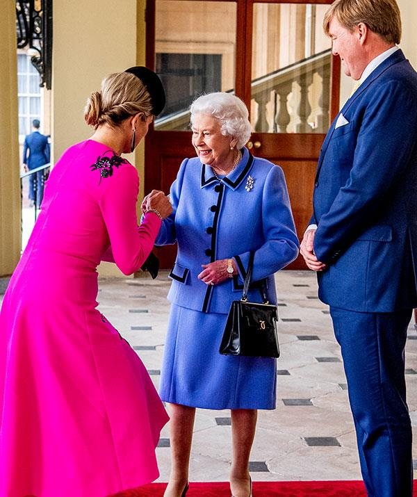 While a member of the public would never be allowed to touch the Queen, it's a different story for King Willem-Alexander and Queen Maxima of The Netherlands.