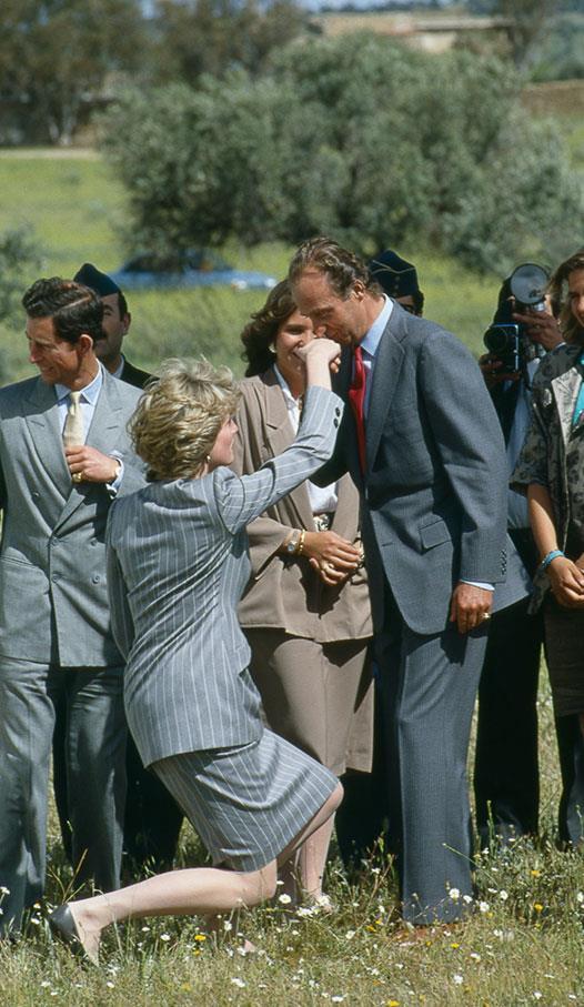 """Showing her respect to her royal counterpart, the [Princess of Wales curtsies](https://www.nowtolove.com.au/royals/british-royal-family/royal-curtsies-50702