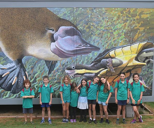 Australian wildlife artist Peter Schouten donated a stunning mural.