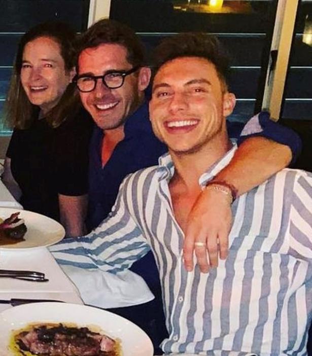 Hugh has been spotted in Kurt's snaps.