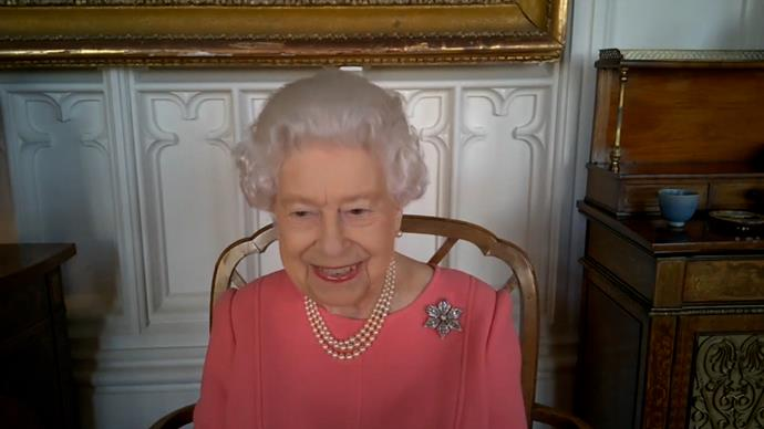 The Monarch added a gorgeous brooch - the very same she wore on the day of her engagement to Prince Philip./