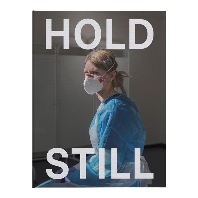 Catherine a aidé à publier le nouveau livre, * Hold Still *, qui capture des moments de la pandémie COVID-19 en images.