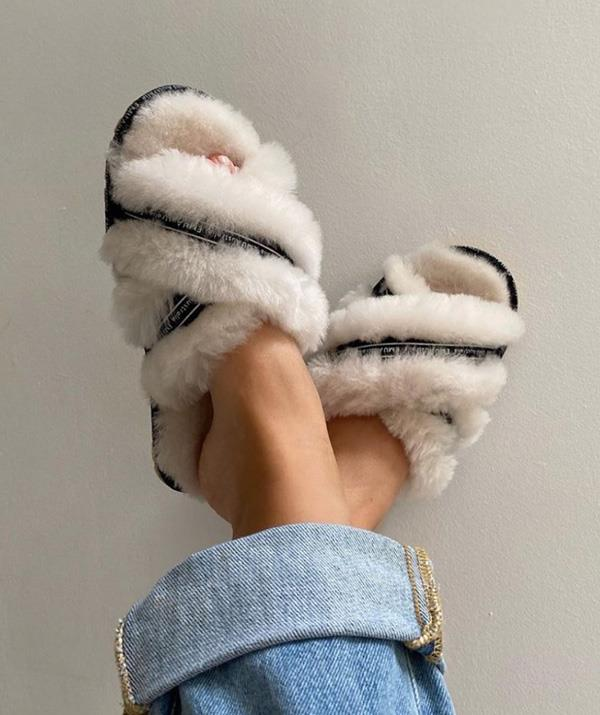 """Throw out those old slippers, fluffy slides are having a fashion moment – and it's not just reserved to the four walls of our homes. Celebs have been spotted sporting the comfy yet chic shoe in the streets!<br><br>   ***EMU Mayberry slipper, $59.95, [shop them here.](https://www.emuaustralia.com.au/all-footwear/mayberry/W11573-MIRE-11.html#start=1