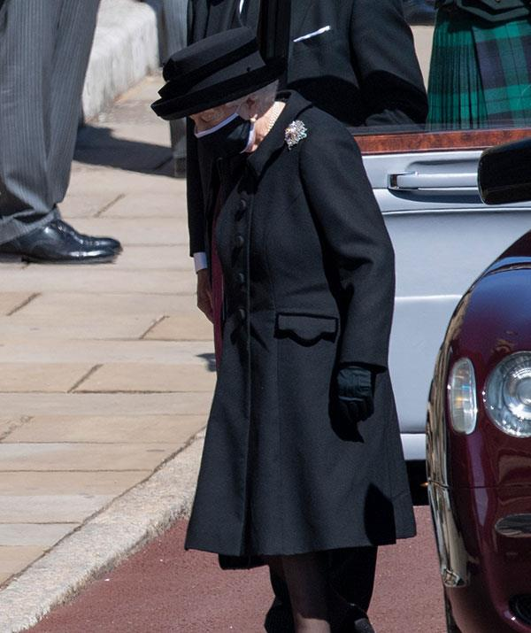 The Queen arrives by herself to farewell her husband of 73 years.